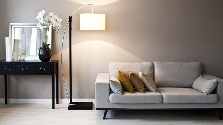 Use las lámparas de pie para dar un toque único a su hogar